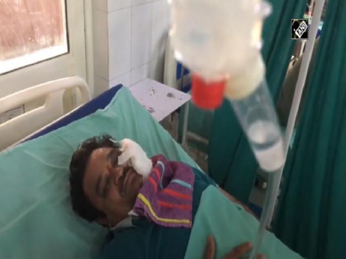Moradabad stone-pelting: Injured doctor narrates horrific incident watch video   Video: 'मारो-मारो, भूखा रखते हो, गलत इंजेक्शन लगाते हो', मुरादाबाद में घायल डॉक्टर ने सुनाई आपबीती, बताया कितना खौफनाक था मंजर