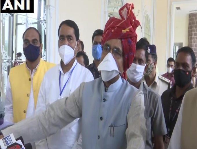 Madhya Pradesh bhopal Chief Minister Shivraj Singh Chauhan's attack Congress Kamal Nath farmer | मध्य प्रदेशःझूठ बोलना और भ्रम फैलाना कांग्रेस की फितरत, सीएम शिवराज बोले-मोदी जी का नाम सुनकर तो सपने में भी चौंक जाते