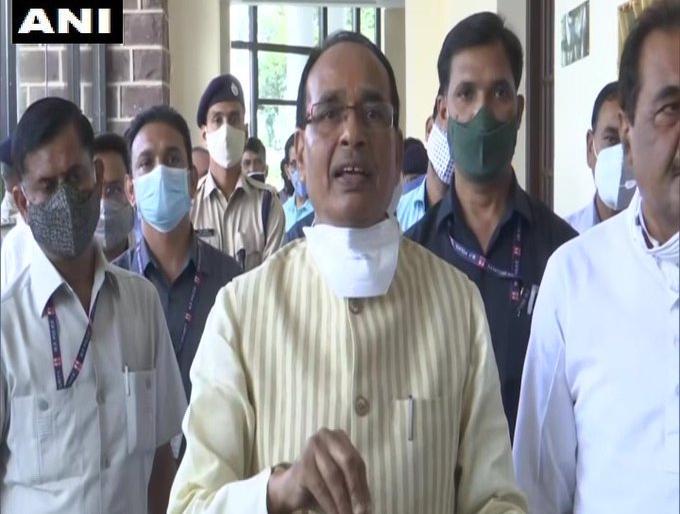 Madhya pradesh by election 2020cm shivraj singh chauhan congress leader kamal nath bhopal | Madhya pradesh by election 2020: सीएम चौहान औऱ कमलनाथ में वार-पलटवार,शिवराज बोले-मैं पैसों का रोना नहीं रोता