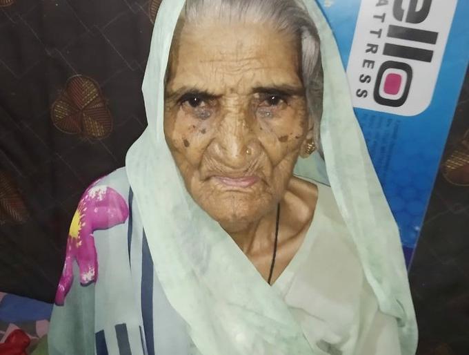 Madhya Pradesh indore Badwah COVID19 100-year-old Rukmani Khushyal defeated Corona | COVID19:बड़वाह की 100 वर्षीय रुक्मणी खुश्यालने कोरोना को हराया,इंदौर में 90 वर्ष की बुजुर्ग सहित 60 साल से अधिक उम्र के 20 ने जीता जंग