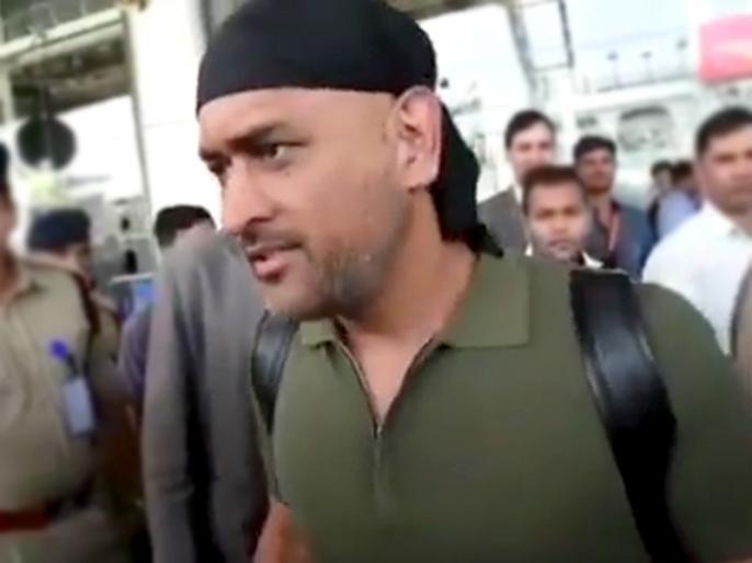 MS Dhoni new look, he arrives in Jaipur, Video goes viral | एमएस धोनी नए लुक में जयपुर एयरपोर्ट पहुंचे, फैंस से घिरे आए नजर, वीडियो हुआ वायरल
