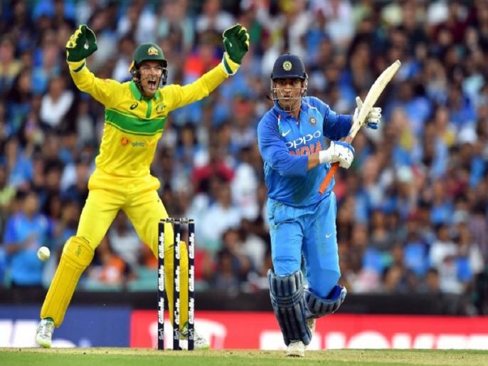 india vs australia video ms dhoni was not out as umpire gives wrong call in 1st odi sydney | वीडियो: धोनी सिडनी वनडे में नहीं थे 'आउट', अंपायर के गलत फैसले के बावजूद इस कारण से नहीं ले सके रिव्यू