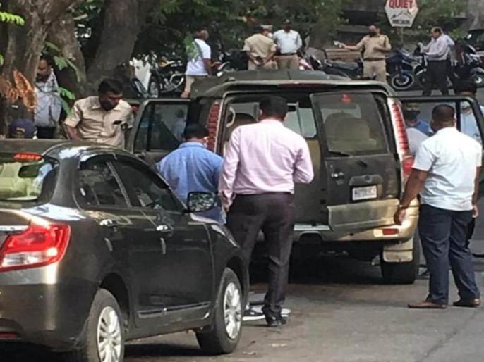 Antilia caseMukesh Ambani's residencebody Mansukh Hiren car was found outside suicide Home Minister orders ATS probe | एंटीलिया मामला: मुकेश अंबानीके घर केबाहर खड़े वाहनमालिक मनसुख हिरेन की संदिग्ध मौत,गृहमंत्री ने दिए एटीएस जांच के आदेश