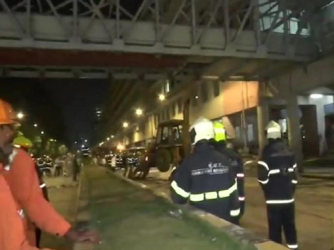 mumbai footover bridge collapse congress demands resignation of piyush goyal | मुंबई फुटओवर ब्रिज हादसा: कांग्रेस ने पीयूष गोयल से मांगा इस्तीफा, पीएम मोदी और महाराष्ट्र सरकार पर भी निशाना