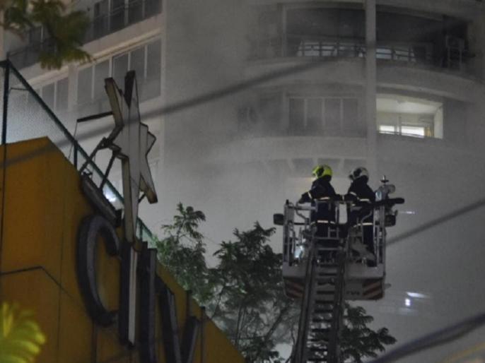 Mumbai mall fire at Nagpada area around 3500 people evacuated from adjacent residential building   मुंबई के मॉल में भीषण आग, 12 घंटे बाद भी नहीं पाया जा सका काबू, पास की बिल्डिंग से 3500 लोगों को निकाला गया