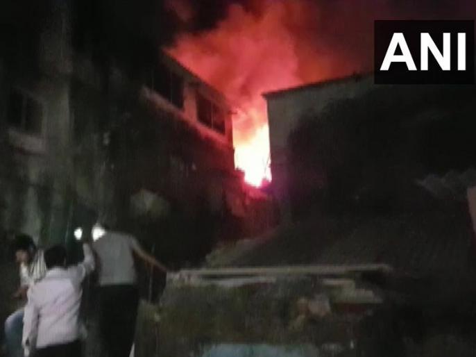 Maharashtra: Fire in two-storey building in Mumbai's Kurla area | मुंबई: कुर्ला इलाके की दो मंजिला इमारत में लगी आग