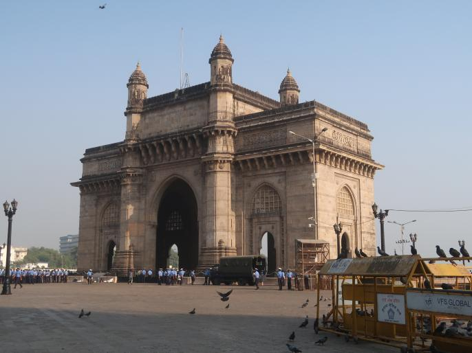 Electoral politics of Mumbai: Congress gave importance to North and South Indian giants | मुंबई की चुनावी राजनीतिःकांग्रेस ने उत्तर और दक्षिण भारतीयों को दिया महत्व, वोट बैंक के लिहाज से नियुक्त किए राज्यपाल