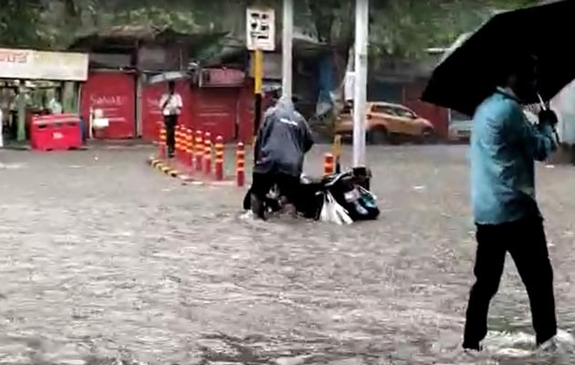 Heavy rain likely in mumbai on sunday meteorological department forecast moderate rain in delhi on saturday | मुंबई में रविवार को भारी बारिश की संभावना, मौसम विभाग ने दिल्ली में शनिवार को मध्यम बारिश का जताया अनुमान