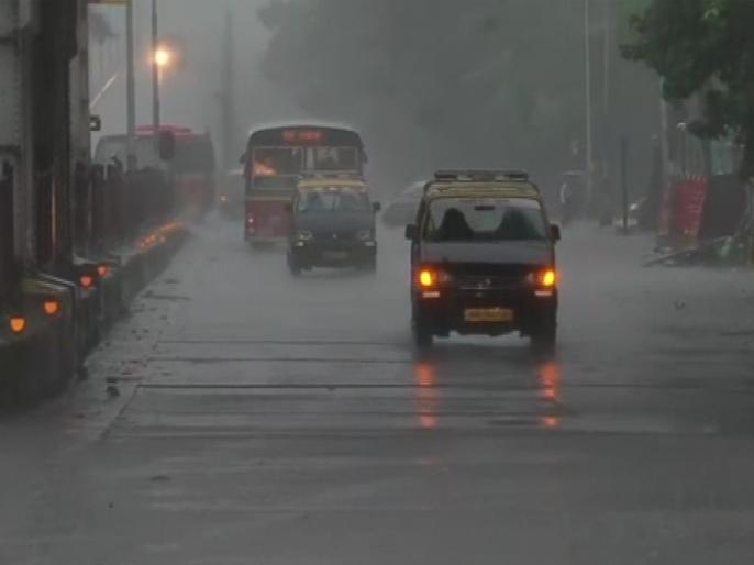 Normal life disrupted in Mumbai as heavy rainfall triggers water logging at various places in the city | बारिश की वजह से रेड अलर्ट पर मुंबई, झमाझम बरस रहे हैं मेघ, जनजीवन हुआ अस्त-व्यस्त
