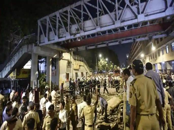 BMC suspends 2 over fatal bridge collapse | मुम्बई हादसे के बाद बीएमसी की कार्रवाई, चीफ इंजीनियर समेत असिस्टेंट इंजीनियर सस्पेंड