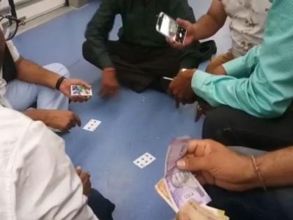 Nagpur Metro Dance Party And Gamblingcelebration wheels facility problem crime case | मेट्रो कोच में नाच-गाना के साथजुआ भी खेला,किन्नरों पर बरसाए नोट, जानिए सबकुछ