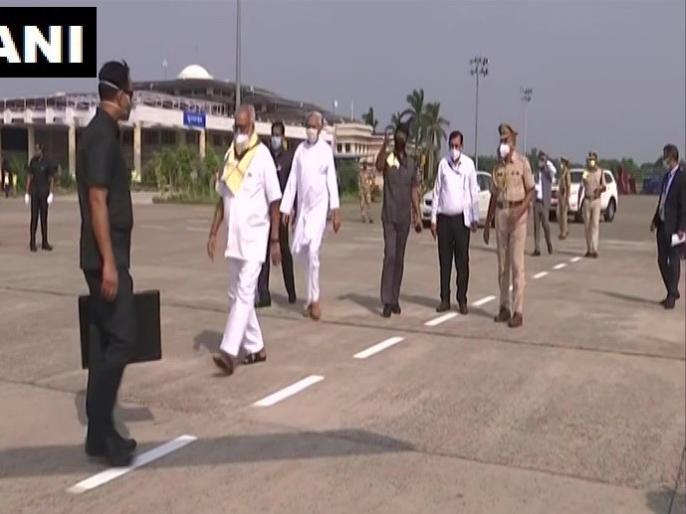 PM Modi left for Odisha to do aerial survey of cyclone affected areas, along with Naveen Patnaik   PM मोदी ओडिशा में चक्रवात अम्फान से प्रभावित क्षेत्रों का हवाई सर्वेक्षण करने के लिए हुए रवाना, साथ में नवीन पटनायक भी मौजूद