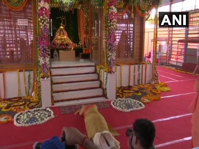 Ayodhya: PM Narendra Modi offers prayers to Ram Lalla, performs 'sashtang pranam' at Ram Janmabhoomi site   अयोध्याः पीएम मोदी ने हनुमानगढ़ी पर किए बजरंगबली के दर्शन, रामलला को किया साष्टांग प्रणाम