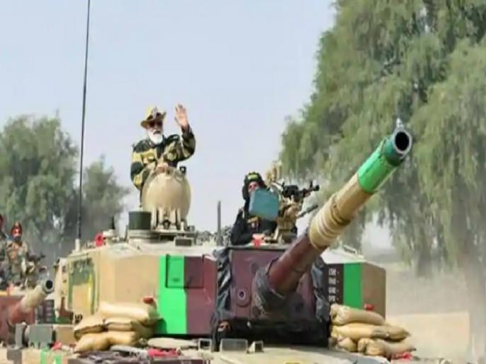 PM Narendra Modi rides on Arjun's tank at Longewala Post on western border near Pakistan, watch video | लोंगेवाला में पाकिस्तान से लगे सीमा पर पीएम नरेंद्र मोदी हुए टैंक पर सवार, चीन और पाकिस्तान को दी चेतावनी, देखें वीडियो