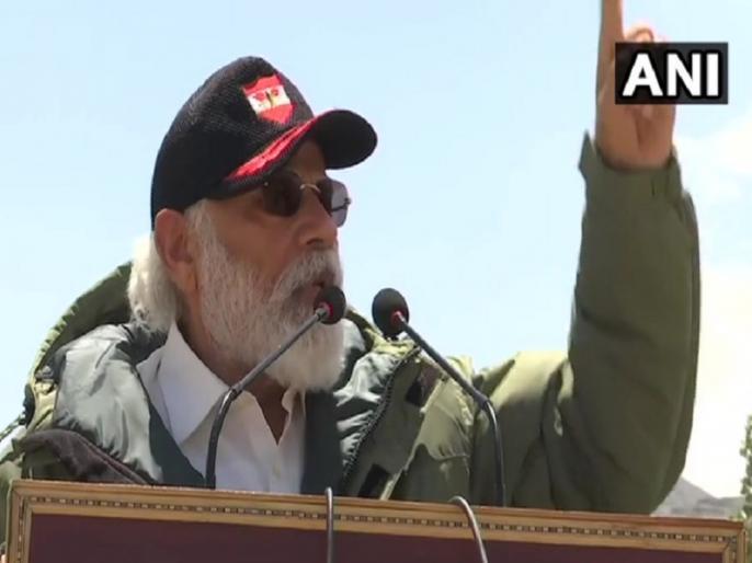 PM Narendra Modi addresses soldiers in Nimoo Leh says bravery of 14 Corps will be talked everywhere | लद्दाख में पीएम नरेंद्र मोदी ने बढ़ाया जवानों का हौसला, कहा- 'आपकी बहादुरी और समर्पण की बराबरी कोई नहीं कर सकता'