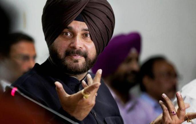 navjot singh siddhu resigns from captain amrinder singh cabinet to rahul gandhi   नवजोत सिंह सिद्धू ने अमरिंदर सिंह के सामने डाले हथियार, पंजाब कैबिनेट से दिया इस्तीफा