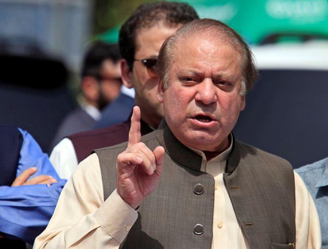 Nawaz Sharif's political storm arises in Pak | नवाज को सजा से पाक में उठता सियासी तूफान