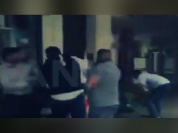 former Pakistan PM Nawaz Sharif grandson arrested by London police for punching a demonstrator | गिरफ्तारी के बाद सेंट्रल जेल भेजे गए नवाज शरीफ, गेस्ट हाउस में रहेंगी मरियम