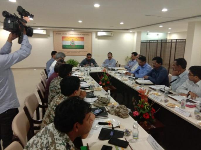Assembly Elections 2018: Chhattisgarh and Telangana seats in the naxalite terror, important meeting of the officials | विधानसभा चुनाव 2018: छत्तीसगढ़ और तेलंगाना की इन सीटों पर नक्सली आतंक का साया, अधिकारियों ने की अहम बैठक