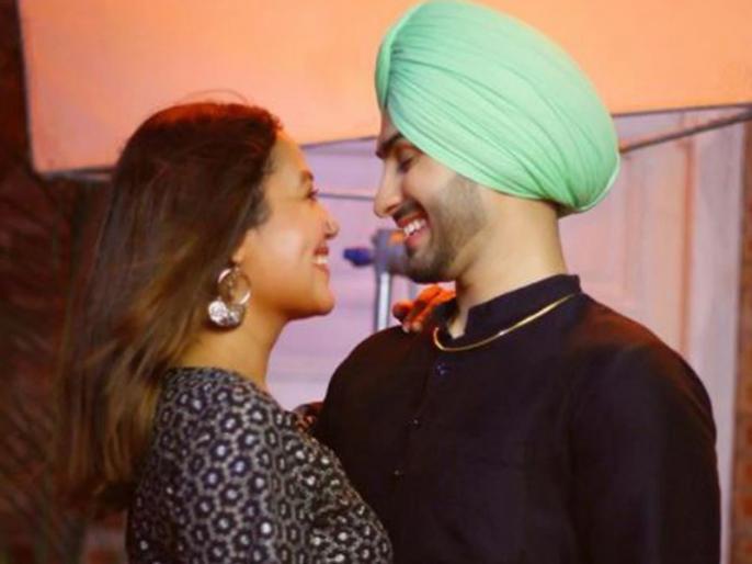 neha-kakkar-shares-roka-video-with-rohanpreet-singh- | नेहा और रोहनप्रीत के रोके का खूबसूरत वीडियो आया सामने, डांस करता नजर आया कपल