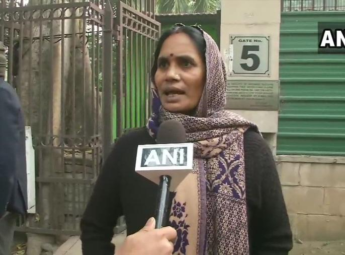 Nirbhaya Case: Nirbhaya's mother Aasha devi anger erupted over plea of convict Pawan Gupta saying that Government is responsible for this | Nirbhaya Case: दोषी पवन गुप्ता की याचिका पर फूटा निर्भया की मां का गुस्सा, कहा-इसके लिए सरकार है जिम्मेदार