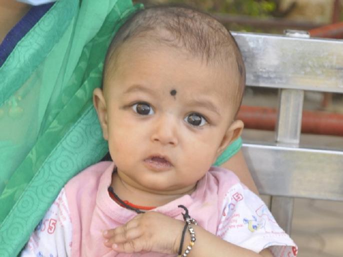 Ujjain: 4-month-old girl gets relief from Coronavirus, arrives home from hospital after recovering | उज्जैन: 4 महीने की बच्ची ने दी कोरोना को मात, स्वस्थ होकर अस्पताल से पहुंची घर