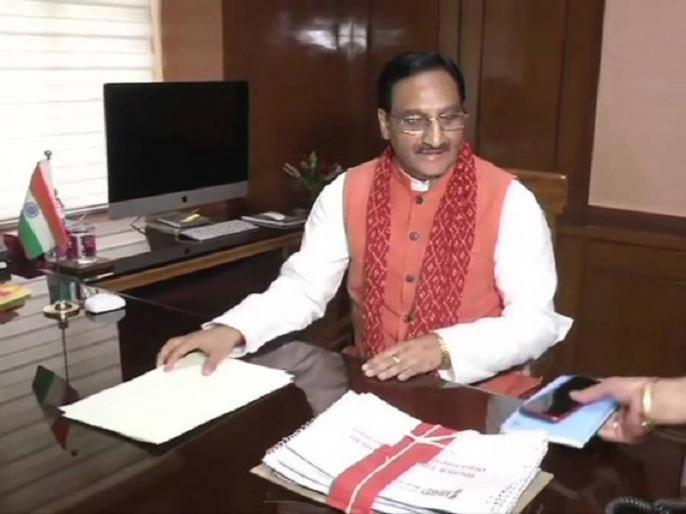 Union Education Minister Ramesh Pokhriyal Nishank tests positive for COVID19coronavirus | केंद्रीय मंत्री प्रकाश जावड़ेकर और जितेन्द्र सिंहके बाद रमेश पोखरियाल निशंक कोरोना पॉजिटिव, होम आइसोलेशन में गए