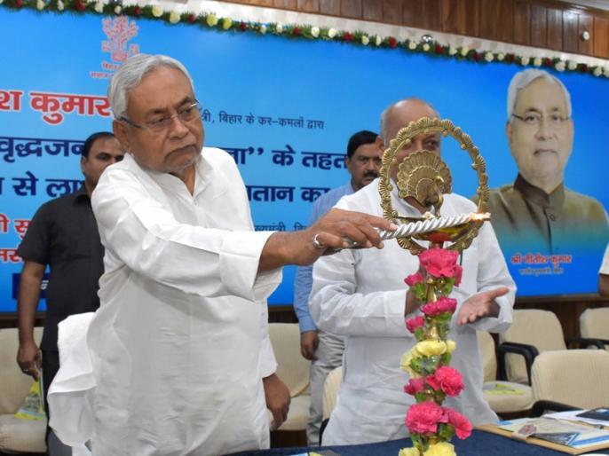 Bihar: CM Nitish Kumar launches Pension Scheme for Elderly People, Rs 400 will be given every month | बिहार: नीतीश सरकार का गरीब बुजुर्गों को तोहफा, मुख्यमंत्री वृद्ध पेंशन योजना का किया शुभारंभ, हर महीने मिलेंगे इतने रुपये