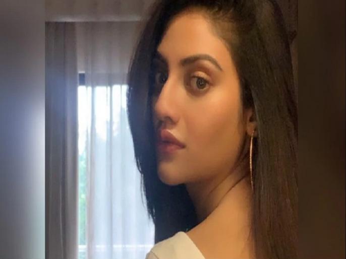 TMC MP Nusrat Jahan Asks Fellow MP Mimi Chakraborty Did i right makeup viral | नुसरत जहां ने अपनी तस्वीर शेयर कर साथी सांसद से पूछा, मेकअप ठीक किया है मैंने, लोगों ने दिया जवाब- पहले ये बताइए कि...