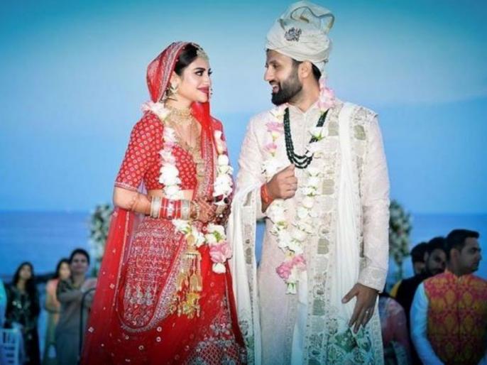 Nusrat Jahan celebrated the first Rakhi with the family after marriage | शादी के बाद नुसरत जहां ने फैमिली संग यूं मनाई पहली राखी, देखें खास फोटोज