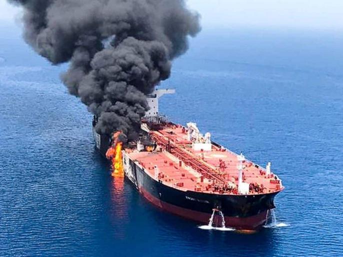 oman oil Tankers Are Attacked in Mideast, and U.S. Says Video Shows Iran Was Involved   अमेरिका का आरोप-ओमान की खाड़ी में तेल टैंकरों पर हमलों के लिए ईरान 'जिम्मेदार'