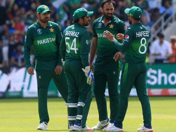 ENG vs PAK: Hafeez, Wahab and four others join Pakistan squad in Worcester after being tested negative | ENG vs PAK: इंग्लैंड पहुंचकर पाकिस्तान के सभी 6 खिलाड़ियों का कोरोना टेस्ट नेगेटिव, ट्रेनिंग सेशन से जुड़े