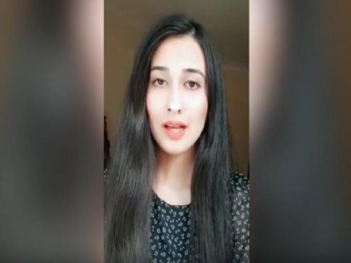 Pakistani girl Khadija Abbas video support Pakistani hindu and slams imran khan govt on kashmir | हिंदुओं, हिंदू मंदिरों की हालात पर पाकिस्तानी लड़की का वीडियो वायरल, कश्मीर पर भी इमरान सरकार को लगाई लताड़