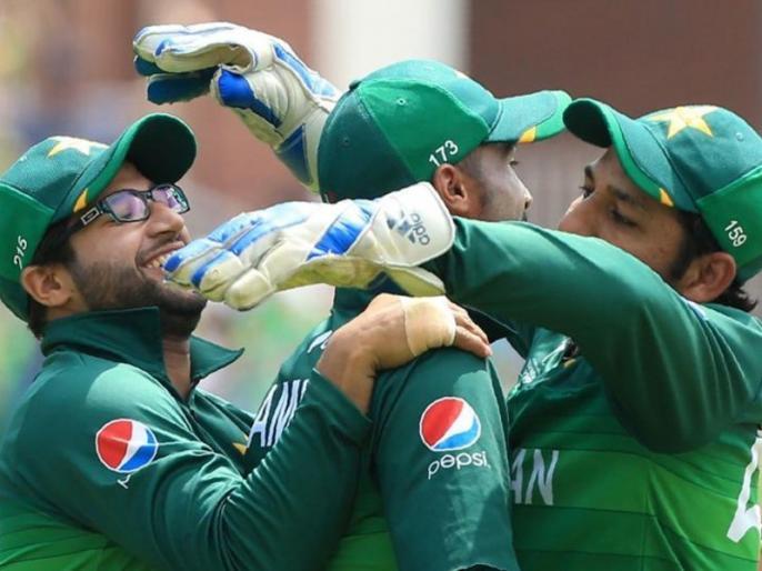 Waqar Younis lashes out at senior players after Pakistan poor World Cup performance | पाकिस्तान टीम के वर्ल्ड कप में खराब प्रदर्शन पर भड़के वकार यूनिस, सीनियर खिलाड़ियों को जमकर लताड़ा