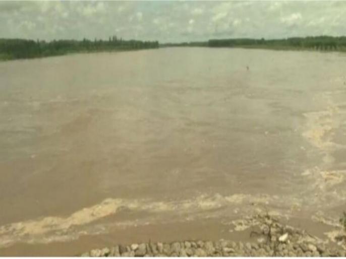 Pakistan releases more water, flood threat in villages in Punjab's Ferozepur | पाकिस्तान के पानी छोड़ने के बाद पंजाब के फिरोजपुर में मंडराया बाढ़ का खतरा, CM अमरिंदर सिंह ने ली बैठक