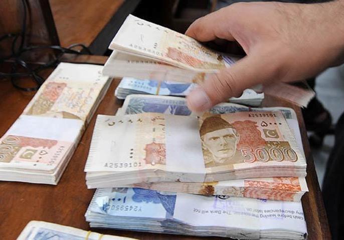 Pakistan's economic situation is very bad on eid Pakistani Currency half Indian Rupee | ईद के मौके पर पाकिस्तान का निकला 'दिवाला', भारतीय रुपये के मुकाबले आधी हुई करेंसी