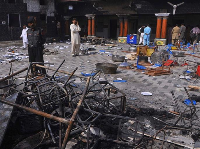 Pakistan vandalized temple, FIR registered against four people | पाकिस्तान में मंदिर में तोड़फोड़, चार लोगों के खिलाफ FIR दर्ज