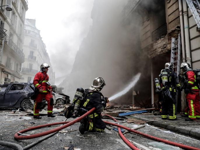 several people have been injured in explosion and fire at a bakery believed caused by a gas leak | पेरिस की बेकरी में भयंकर विस्फोट, कई लोग घायल