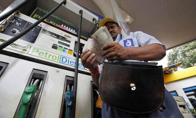 Piyush Pandey's blog: Benefits of rising petrol prices | पीयूष पांडे का ब्लॉग: पेट्रोल की बढ़ती कीमतों के लाभ ही लाभ