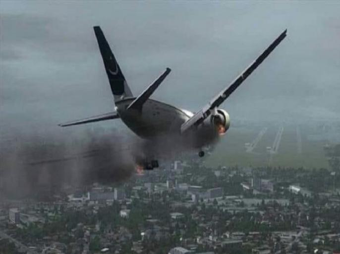 PIA plane crash Karachi 97 dead, 2 survivors last minute video before plane crash | कराची प्लेन क्रैश में 97 लोगों की मौत, सिर्फ 2 लोगों की बची जान, सामने आया आखिरी पलों का वीडियो