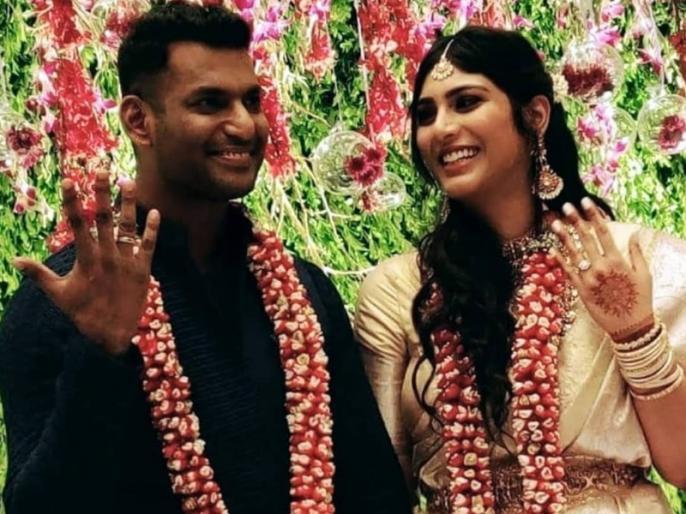 south superstar Vishal get engagedwith Anisha Alla Reddy in a private ceremony | तमिल एक्टर विशाल ने गुपचुप तरीके से कर ली गर्लफ्रेंड अनीशा से सगाई, फैमिली और फ्रेंड्स रहे मौजूद