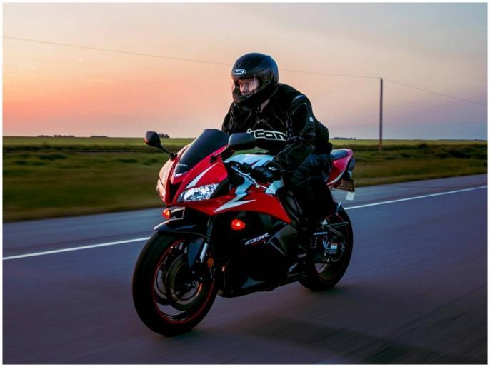 always keep helmet to riding gloves while riding a bike | राइडिंग के दौरान इन जरूरी सामानों को हमेशा रखें साथ, दुर्घटना के दौरान बचाएंगे आपकी जान