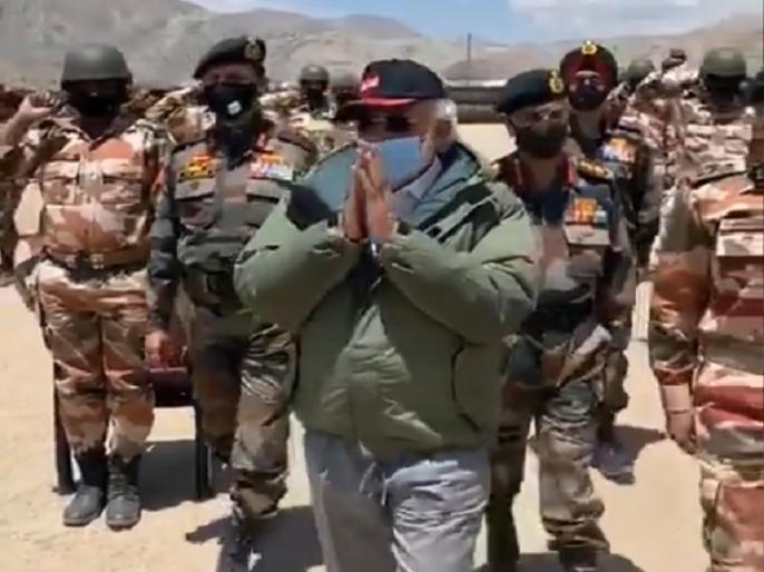 pm narendra modi Ladakh troops With high josh Sloganeering Bharat Mata Ki Jai | जब हाथ जोड़कर पीएम मोदी ने लद्दाख में सेना का किया अभिवादन तो लगे इस बात के नारे, सरकार ने जारी किया वीडियो