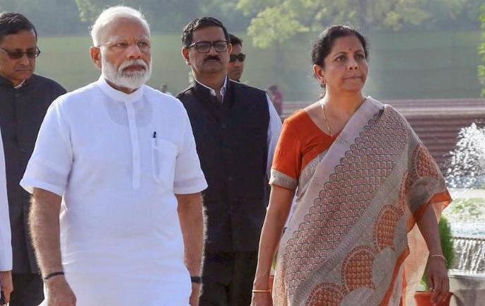 Modi governmenteconomic suffered inflation increasedindustrial production declinedstock market collapsed | आर्थिक मोर्चे पर मोदी सरकार को झटका, मुद्रास्फीति बढ़ी, औद्योगिक उत्पादन घटा,शेयर बाजार धड़ाम, रुपये में बड़ी गिरावट