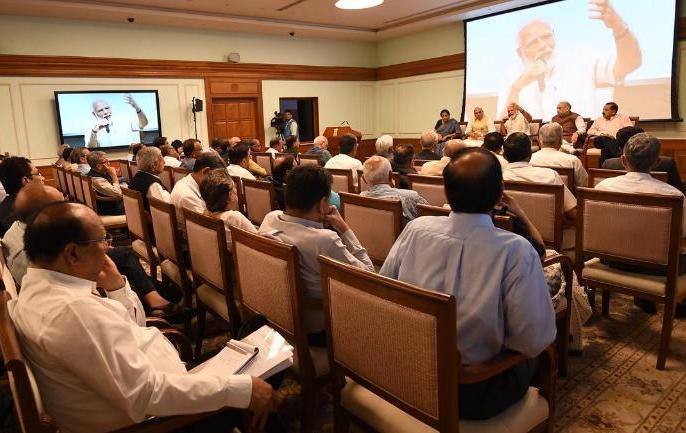 Narendra Modi meets key secretaries in run up to Budget | बजट पर पीएम मोदी व सचिवों की बैठक,सुस्त पड़ती अर्थव्यवस्था को रफ्तार देने और रोजगार सृजन के मुद्दों पर गहन विचार विमर्श