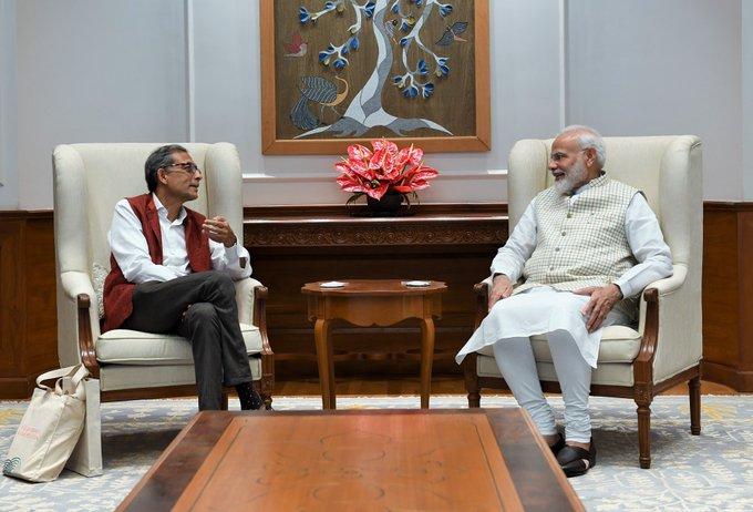 Nobel Laureate Abhijit Banerjee says media is trying to trap me into saying anti-Modi things, PM knows everything | अभिजीत बनर्जी ने कहा-मोदी विरोधी बयान दिलाने की कोशिश की जा रही है, पीएम सब देख रहे हैं