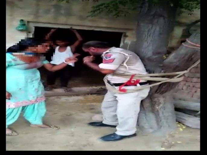 SupaulPolice villagers catch asi sanjay kumar shuklaalong with a womanposted bhimpur police station bihar   सुपौल में पुलिसशर्मसार, खाकी पर दाग, रंगरेलियां मनाते पकड़ा गया दारोगा, जमकर पिटाई, कान पकड़ कर उठक-बैठक, जानिए आगे क्या हुआ...