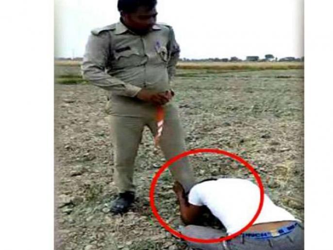 mainpuri policeman first beaten then rubbing the nose on the shoes video viral | यूपी पुलिस की गुंडागर्दी: सिपाही ने युवक को पीटा, फिर जूते पर रगड़वाई नाक