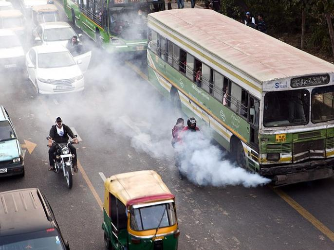 Life expectancy in India decreased by 2.6 years because of air pollution. | सावधान :वायु प्रदूषण की वजह से भारत में जीवन प्रत्याशा 2.6 वर्ष हुई कम