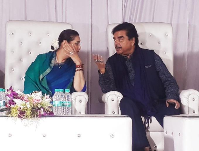 shatrughan sinha wife poonam sinha election campaign in patna sahib seat lok sabha election | शत्रुघ्न सिन्हा के लिए वोट मांगने पटना साहिब पहुंचीं पत्नी पूनम सिन्हा, कहा- 'पति की जीत को लेकर आश्वस्त हूं'